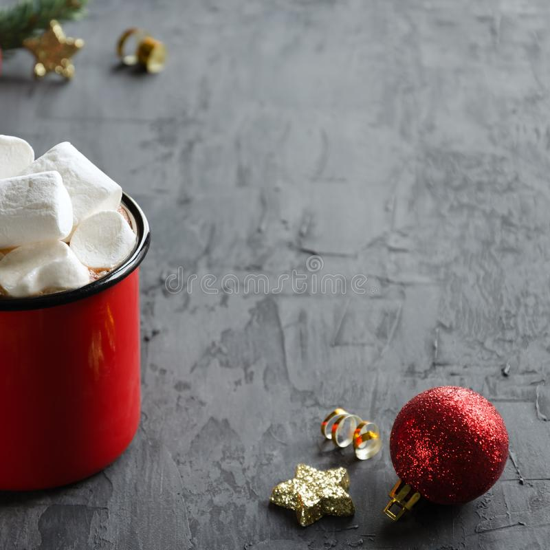 Red cup with hot cocoa or chocolate and marshmallows on black background. royalty free stock photos