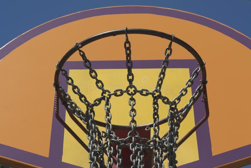 Red de cadena de acero del baloncesto fotografía de archivo