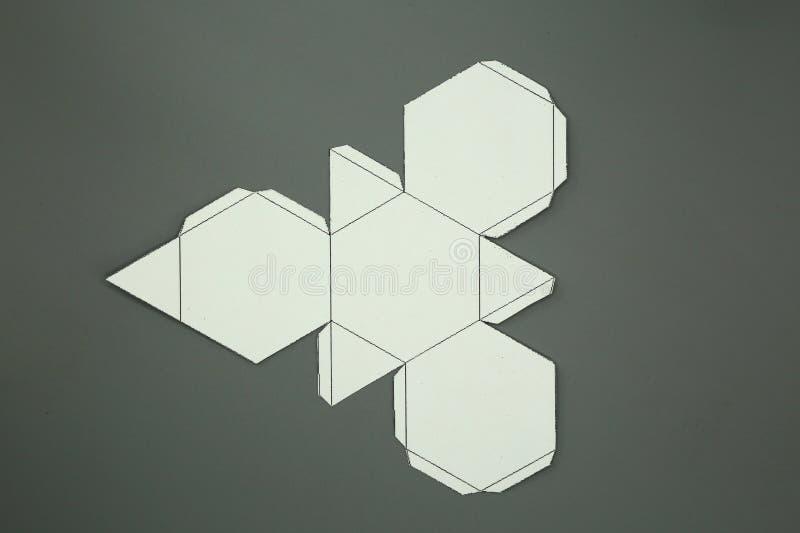 Red de la geometría del tetraedro truncado sólido de Arquímedes forma de 2 dimensiones que se puede doblar para formar una forma  ilustración del vector