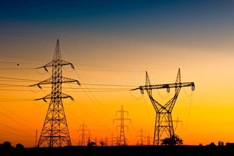 Red de la transmisión de energía eléctrica foto de archivo libre de regalías