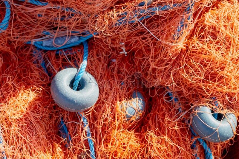 Red de pesca con la cuerda y las boyas azules fotos de archivo libres de regalías