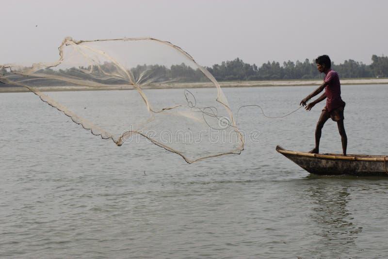 Red de pesca en Bangladesh foto de archivo