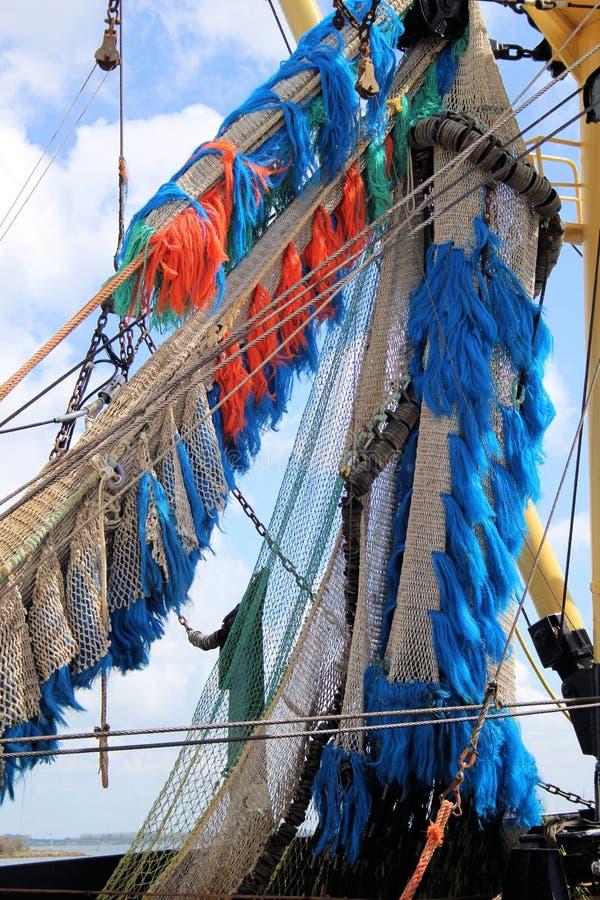 Red de pesca en la nave imagen de archivo libre de regalías