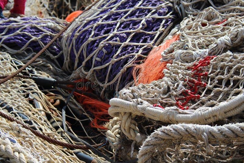 Red de pesca en puerto fotografía de archivo