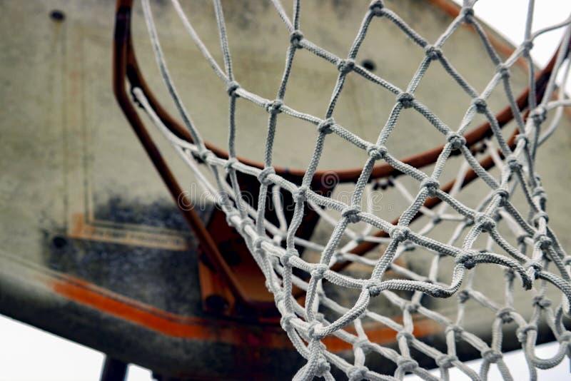 Red del baloncesto con el tablero trasero gastado imagen de archivo libre de regalías