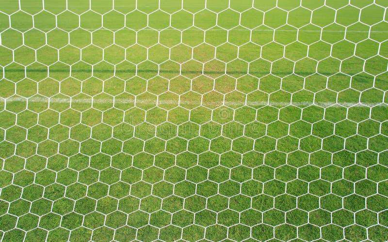 Red del fútbol con el fondo de la hierba verde fotos de archivo