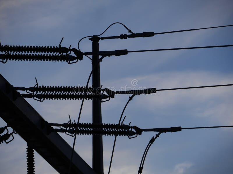 Red eléctrica eléctrica en silueta foto de archivo