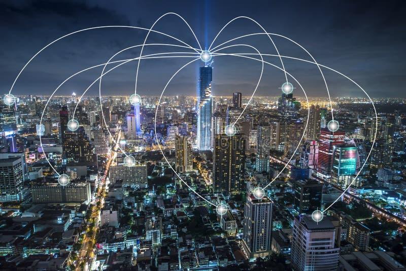 Red elegante de Internet de la ciudad y de comunicaciones de la radio, tecnología conceptual fotografía de archivo