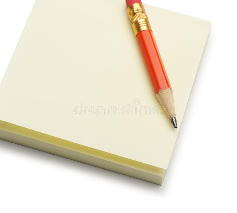 red för blyertspenna för anmärkningspapper royaltyfri foto
