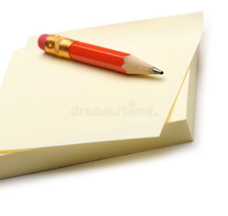 red för blyertspenna för anmärkningspapper arkivfoto