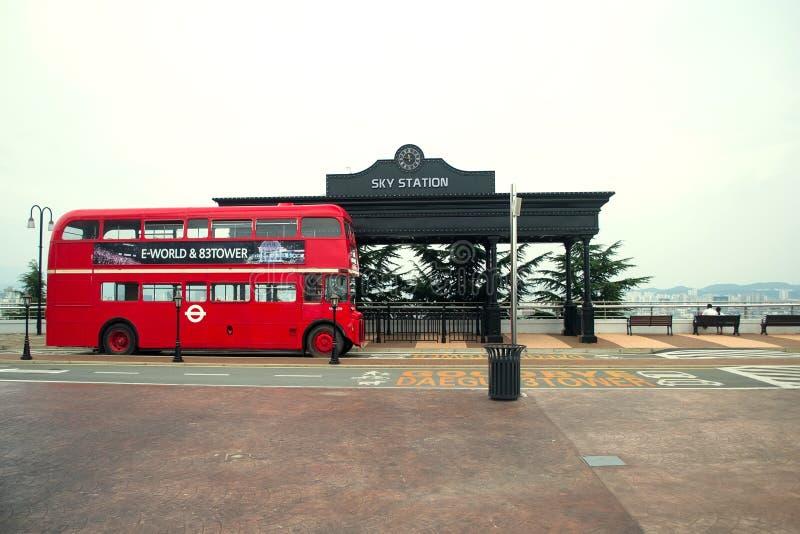 red för bussdäckaredouble royaltyfria bilder