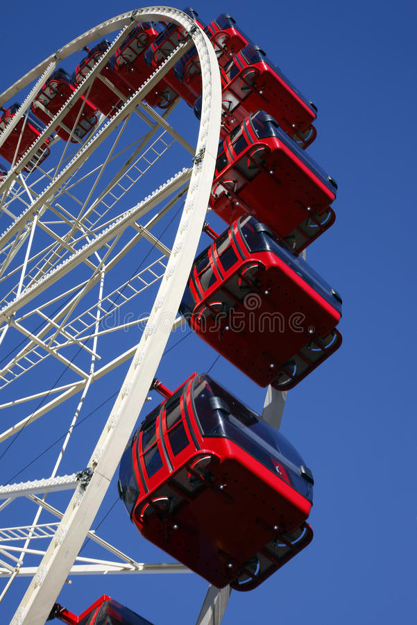 Free Red Ferris Wheel Royalty Free Stock Images - 9949459