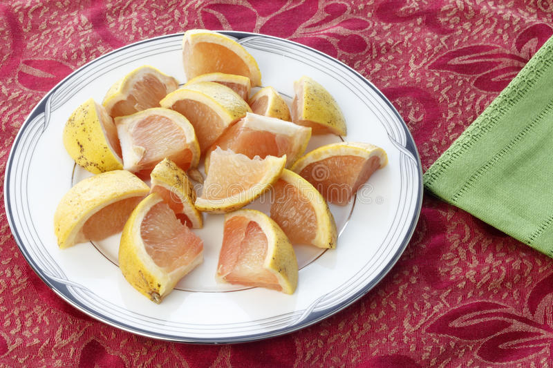 Download Red Grapefruit Pieces On A Round Plate Stock Image - Image: 93880917