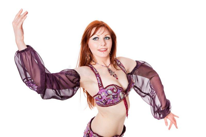 Red-headed buikdanser in dans stelt stock afbeelding