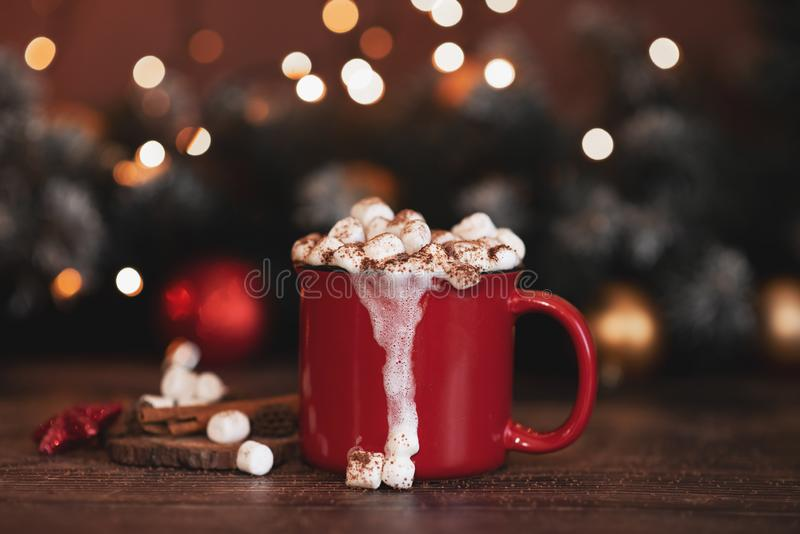 Red mugs with hot chocolate and marshmallows and gingerbread cookies. Christmas concept royalty free stock images
