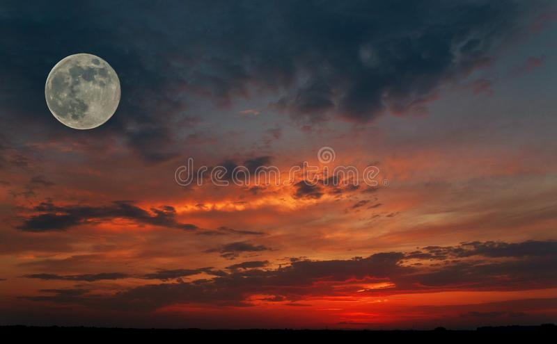 big red moon dream meaning - photo #46