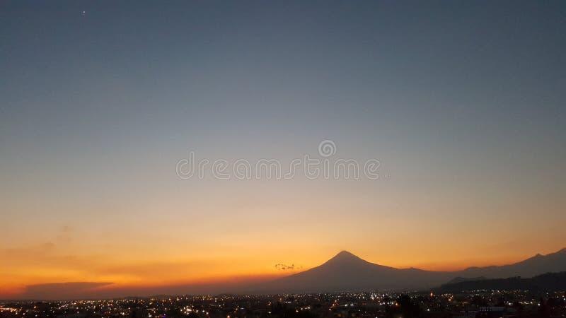Red Sunset. In the cholula Puebla, con la ciudad de testigo stock photo