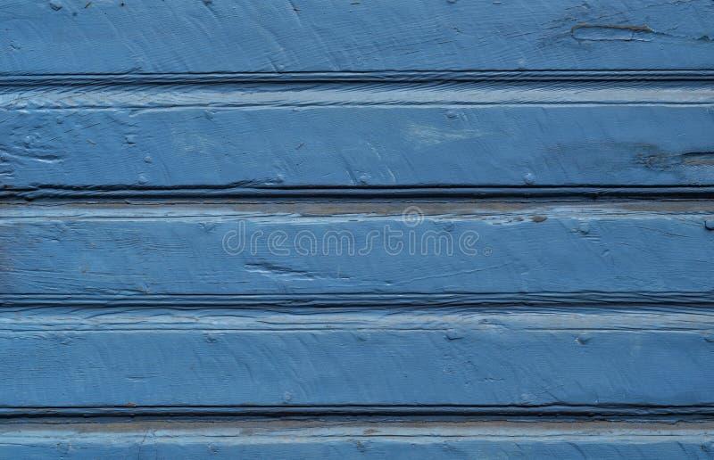 Red ut träbakgrund målade blått royaltyfria foton