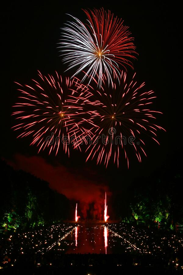 Red And White Fireworks Scattered During Nighttime Free Public Domain Cc0 Image