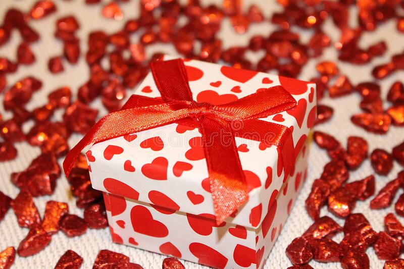 Red And White Heart Print Box Free Public Domain Cc0 Image