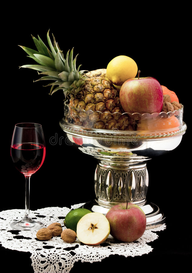 Free Red Wine With Fruits Royalty Free Stock Image - 8006266