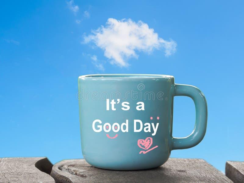 Redactándolo ` s al buen día en la taza de café o la taza de té por mañana de fotos de archivo libres de regalías