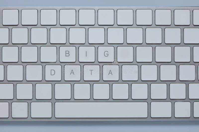 Redacta datos grandes sobre el teclado de ordenador con otros cierra suprimido fotos de archivo libres de regalías