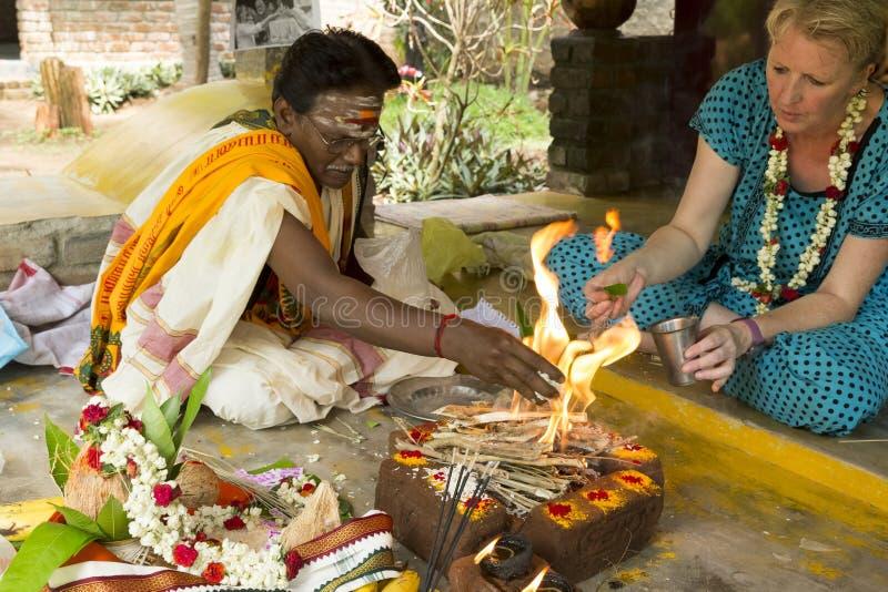 Redactie documentair beeld Puja Thila Homa in India stock afbeeldingen