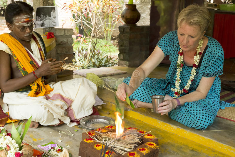 Redactie documentair beeld Puja Thila Homa in India royalty-vrije stock fotografie