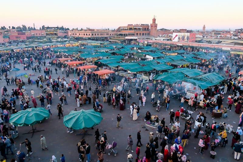 Redakcyjny obrazek Marrakech Maroko kwadrata Jemaa el fna nabieraj?cy Grudzie? 2018 z g?ry, Maroko fotografia royalty free