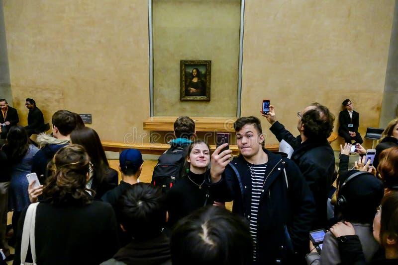 Redaktörs- bild av det Luvre museet i paris som tas i 25 12 2108 arkivfoton