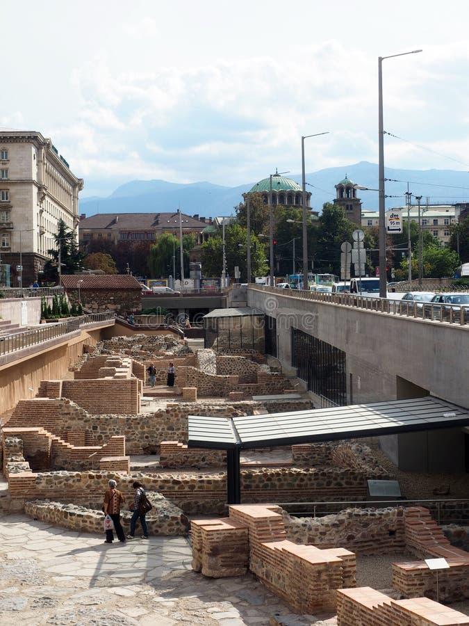 Redaktörs- historiskt fördärvar platsen i mitt av huvudstad Sofia, Bulga arkivbild