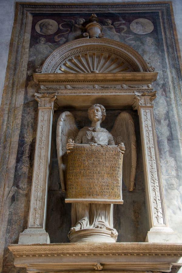 Redaktion Juni 2019 Venedig, Italien Engel-Skulptur - Innern der Basilica di Santa Maria Gloriosa dei Frari lizenzfreies stockfoto