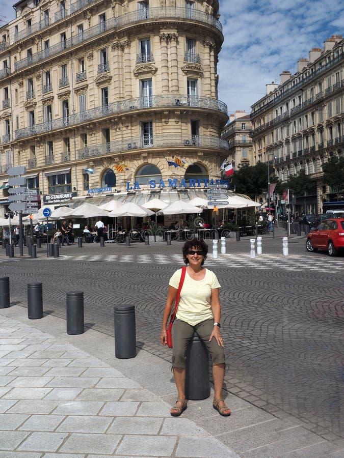 Redaktionelles Bierstubenrestaurant Marseilles Frankreich auf Hauptstraße lizenzfreie stockfotografie