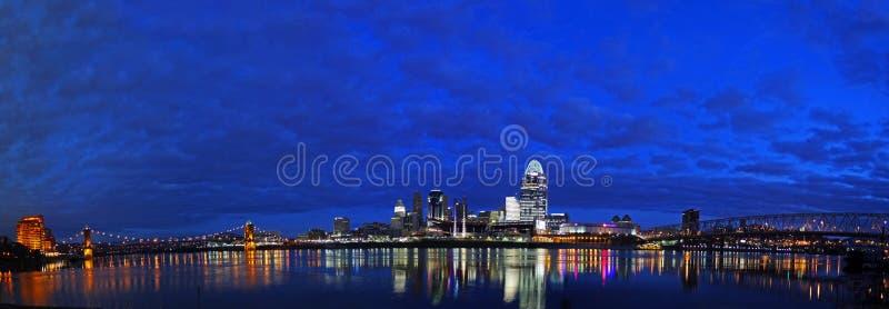 REDAKTIONELLES Cincinnati früh morgens lizenzfreie stockbilder