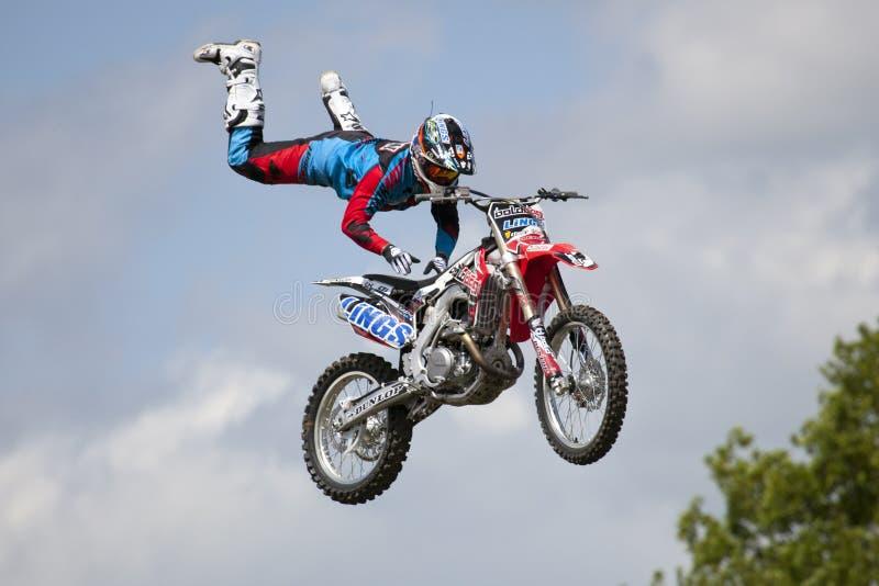 REDBOURN, UK - Maj 25: Unamed wyczynu kaskaderskiego jeździec od Bolddog 'L zdjęcie royalty free