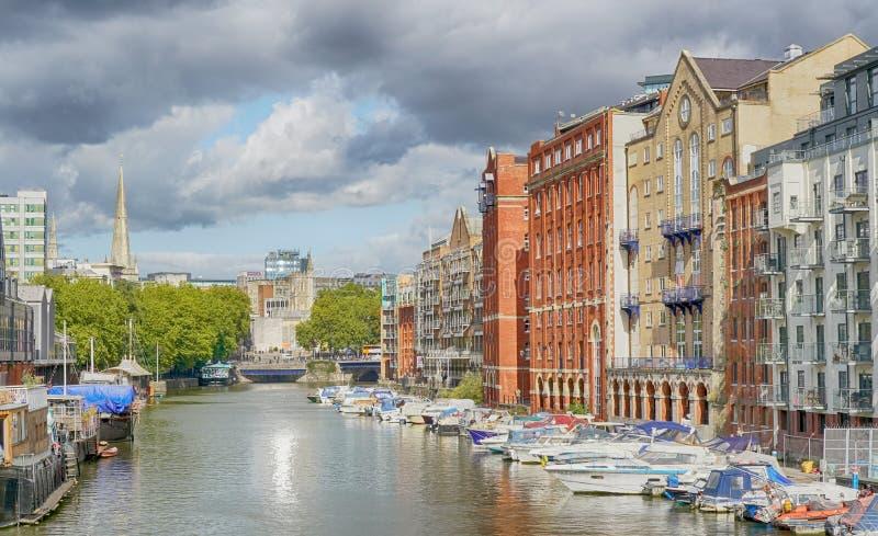 Redcliffe-Kai und alter Georges Brewery-Bereich von Bristol Docks nahe Bristol Bridge lizenzfreie stockfotos