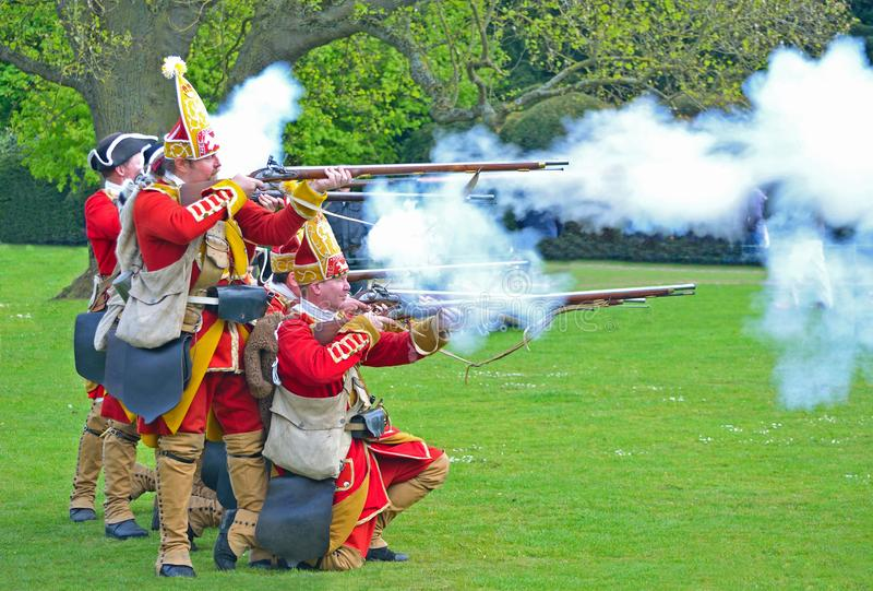 Redcoats podpala ich muszkiety Pulteneys pułk zdjęcia royalty free