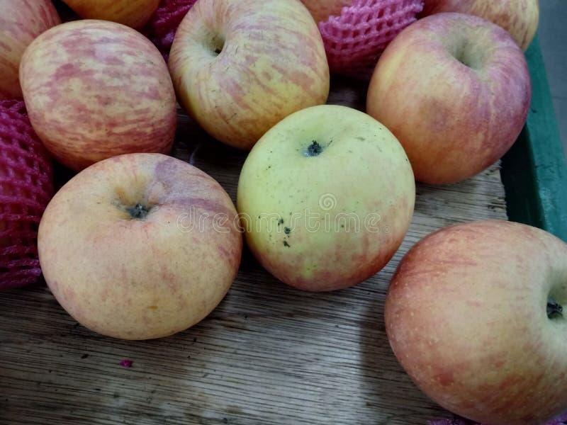 Redd jabłko przy indonezyjczyka rynkiem fotografia stock