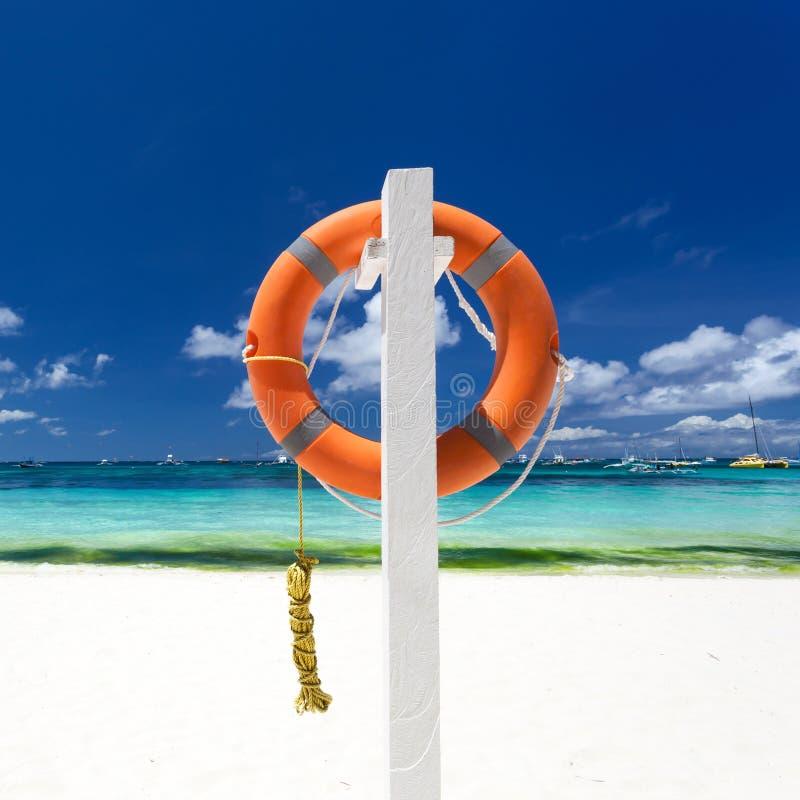 Reddingsboeiring op strand royalty-vrije stock foto