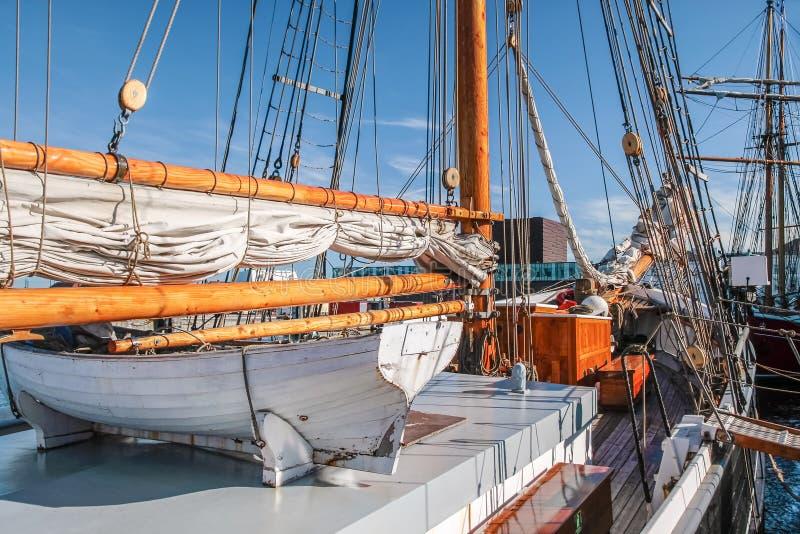 Reddingsboot van een groot varend schip stock fotografie
