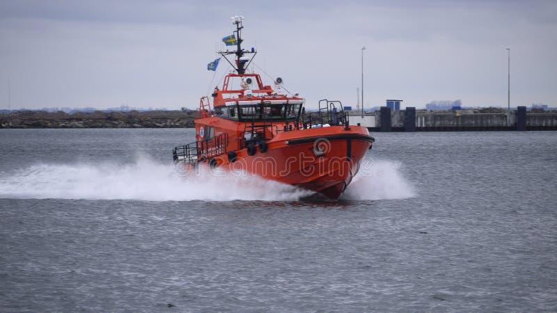Reddingsboot in haven royalty-vrije stock fotografie