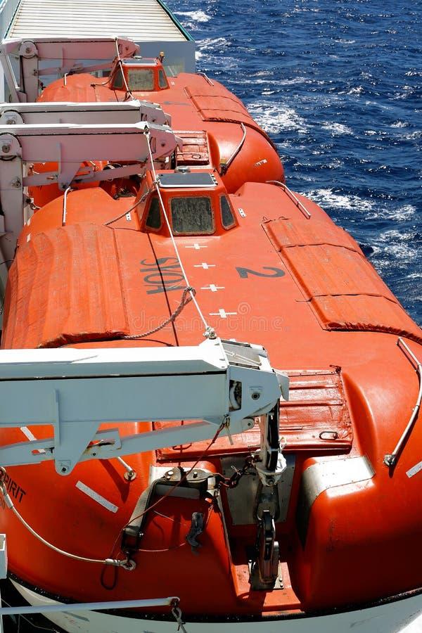 Reddingsboten op een veerboot royalty-vrije stock foto's