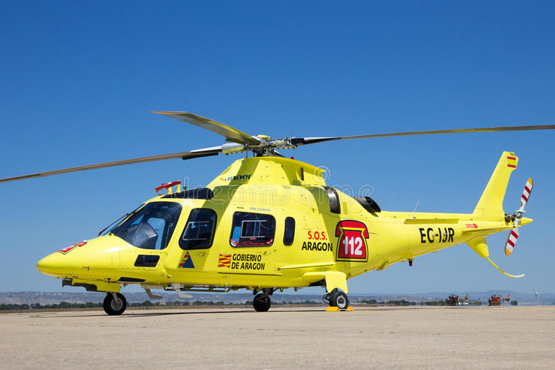 A-109 reddingshelikopter stock afbeelding