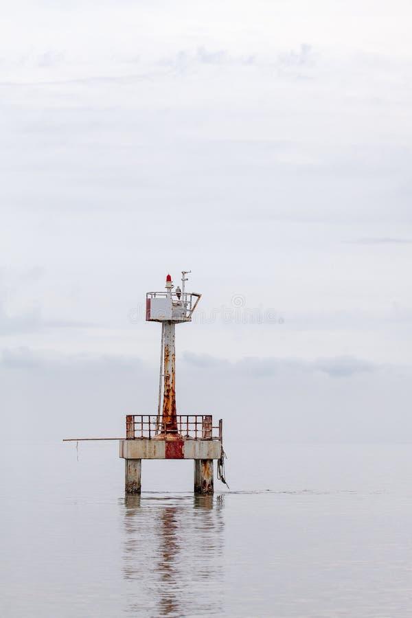 Reddingstoren op het strand royalty-vrije stock fotografie