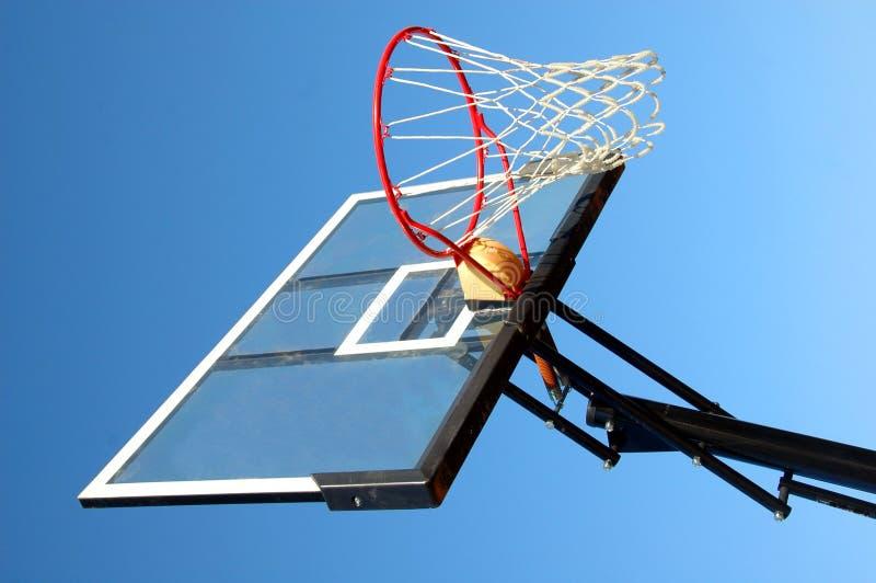 Rede ao ar livre do basquetebol foto de stock
