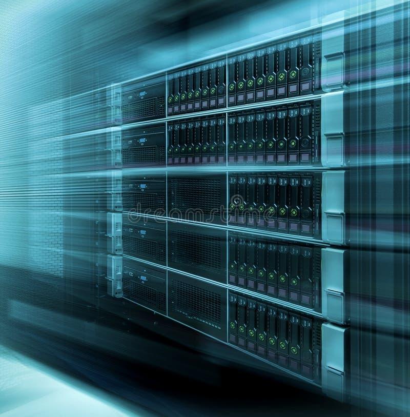 Rede da Web, tecnologia da telecomunicação do Internet, armazenamento de dados grande, conceito de computação da empresa de servi fotos de stock royalty free