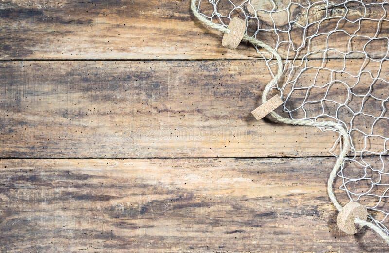 Rede de pesca no fundo de madeira marrom velho fotos de stock