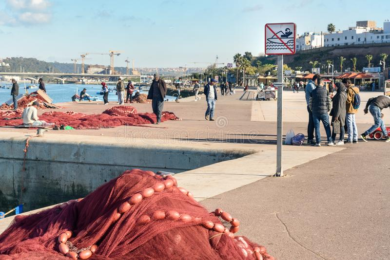 Rede de pesca no porto rabat marrocos fotografia de stock