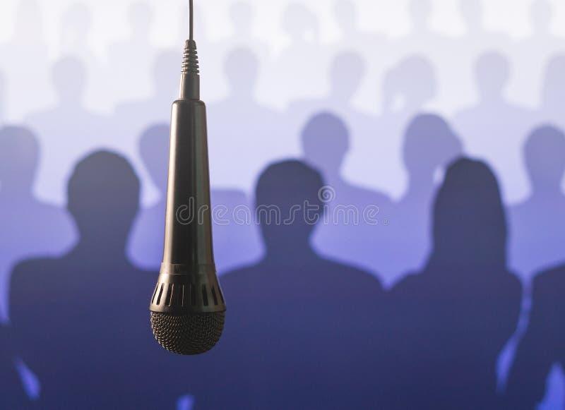 Rede des öffentlichen Sprechens und des Gebens stockfoto